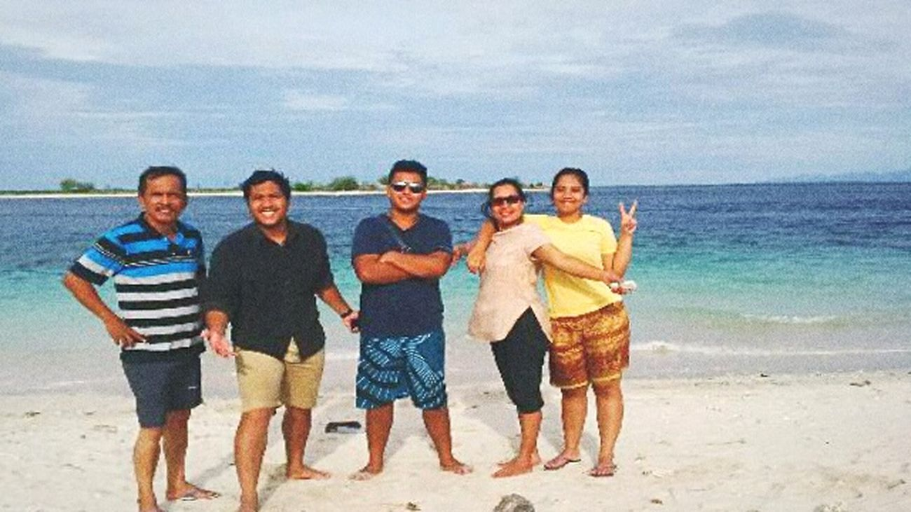 Love Is In The Air Love My Family ❤ miss our trip.. our holiday. Beachphotography Lomboktrip In Love ♡  Missthem Holiday Trip