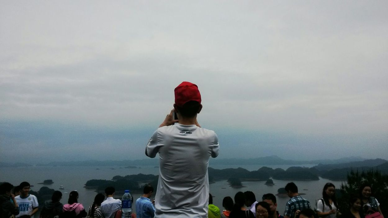 The first time I came to a lake which belongs to three of the biggest thousand islands lake in the world.. U can c so many people here and I took a pic secretly :-P Starting A Trip Quando