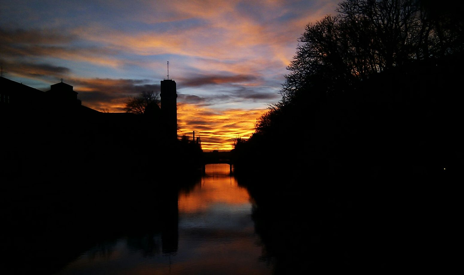 Munichskys Shadow Schatten Abendhimmel Water Reflections