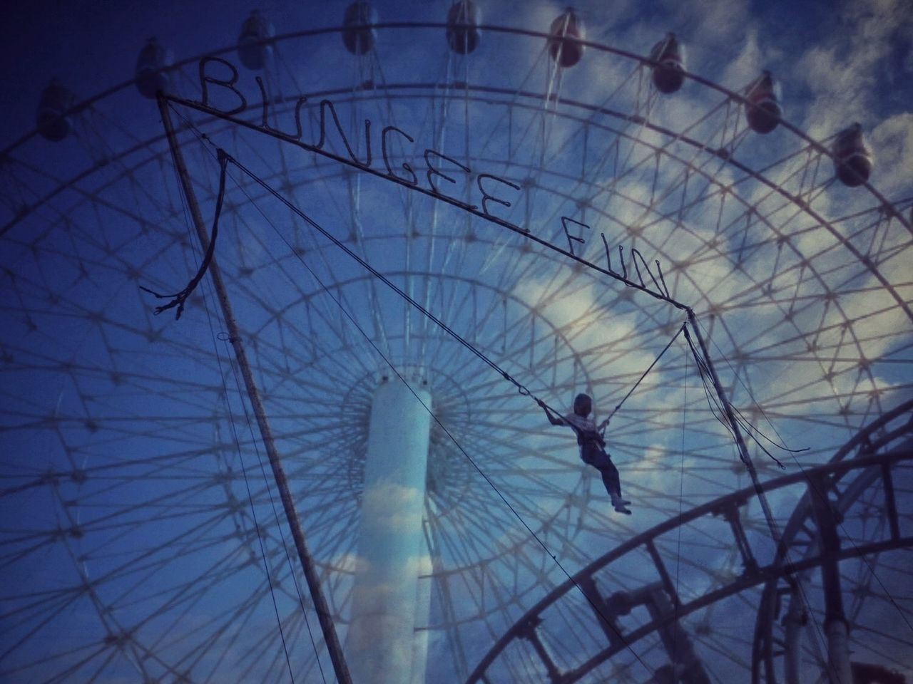 real people, leisure activity, silhouette, ferris wheel, lifestyles, day, outdoors, one person, sky, close-up, people