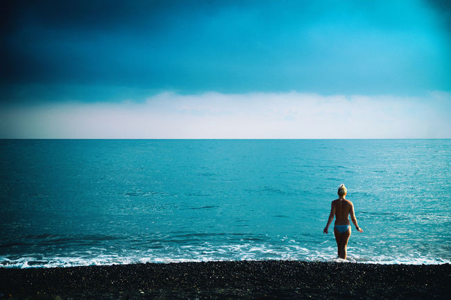 Beach Beauty In Nature Escapism Getting Away From It All Horizon Over Water Minimalism Minimalistic Motion Ocean Outdoors Postprocessing Recreational Pursuit Rippled Sea Seascape Shore Splashing Surf Vignette Water Waterfront Wave Weekend Activities