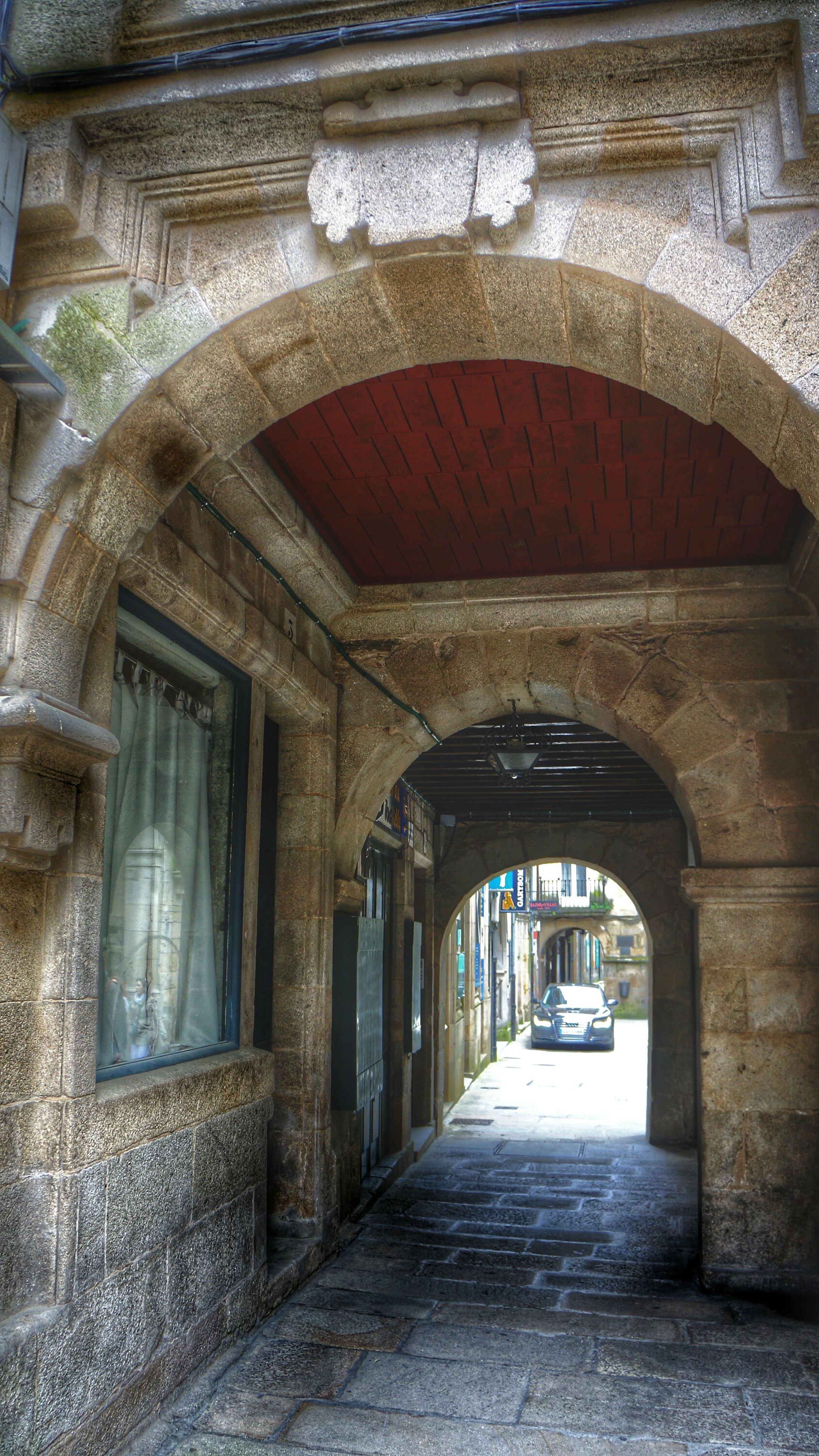 architecture, built structure, arch, building exterior, the way forward, door, archway, entrance, cobblestone, old, building, corridor, indoors, empty, walkway, diminishing perspective, narrow, house, day, no people