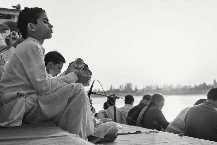 Let's finish this week with a picture from the Puja in Rishikesh. It was a beautiful ceremony and I really warmed up to the slow and soft music. It was great to watch the boy and how he got lost in the moment. Shootermag Traveling EyeEm Best Shots Rishikesh
