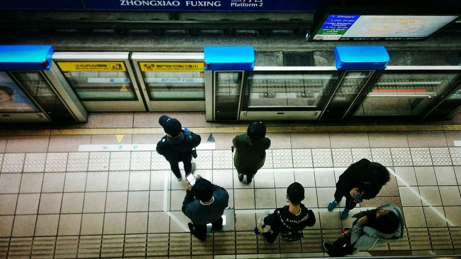 Street Photo City Life Urbanphotography Streetphotography Urbanexploration Eye4photography  EyeEm Gallery The View And The Spirit Of Taiwan 台灣景 台灣情 EyeEm Taiwan Mrt People Of EyeEm Human Meets Technology Take Photos Medium Group Of People Queuing Traffic Transportation City View  Trainportal My Commute Feel The Journey Communication A Bird's Eye View The City Light Mobile Conversations