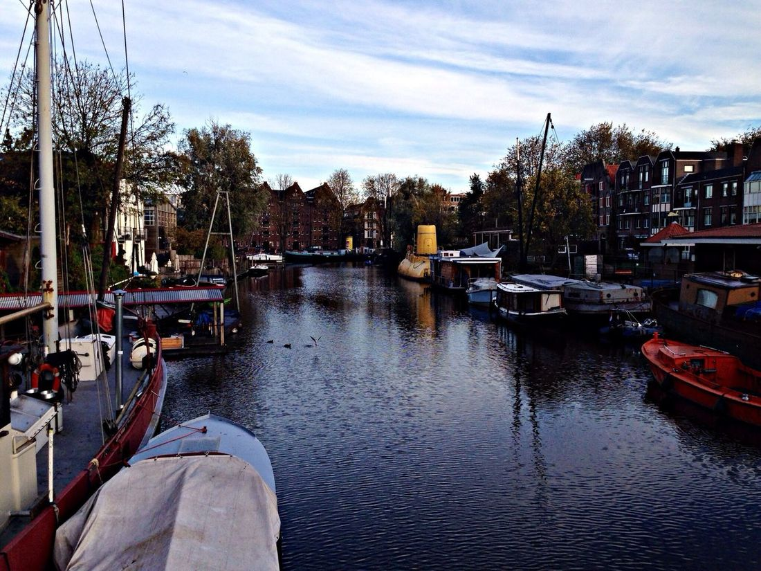 note the Yellowsubmarine in Amsterdam. Full speed ahead, Mr. Boatswain full speed ahead!! Sbcamsterdam @sbcamsterdam