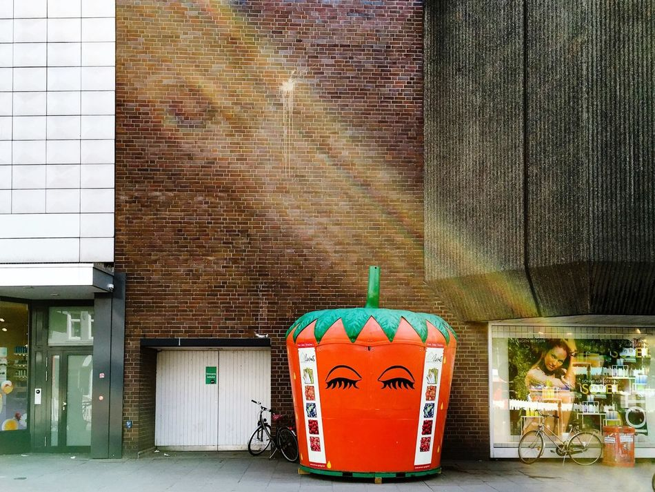 Strawberry is back in town... Art Is Everywhere Built Structure Architecture Building Exterior Outdoors Day No People Urban Landscape Urbanphotography Street Photography
