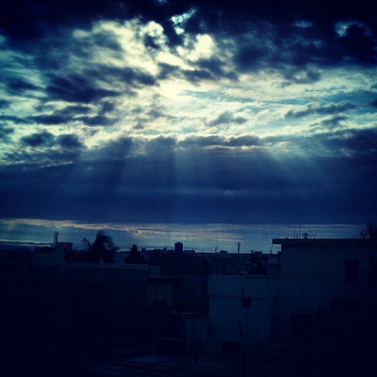 Early morning shattered cloudy sun rays!!