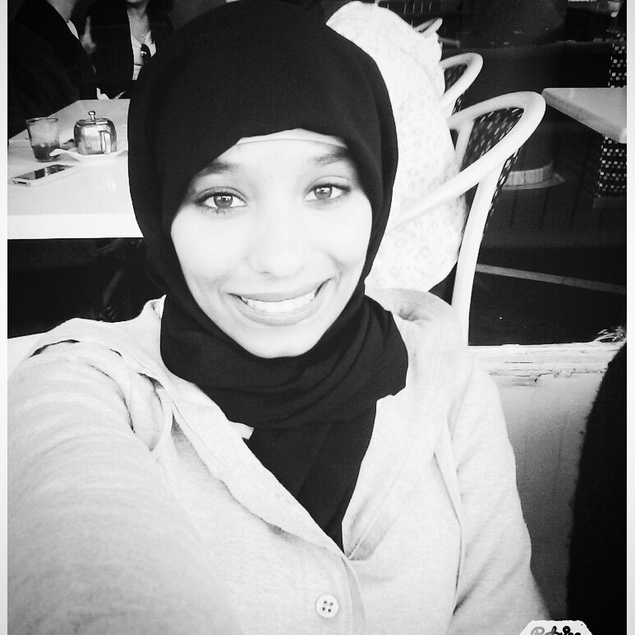 always smiling Alhamdulah :) Hi! Proudly Moroccan Muslimah #proudtobemuslim Selfie Me [ Blackandwhite That's Me حجاب إسلام Selfie