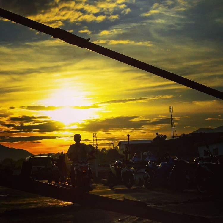 Sunset Silhouette Only Men Nature Beauty In Nature Nature Photography Beauty In Nature Nature_collection Nature Lover Street Photography Landscape_Collection Adults Only One Person Street Indonesia Photography  Florestimur
