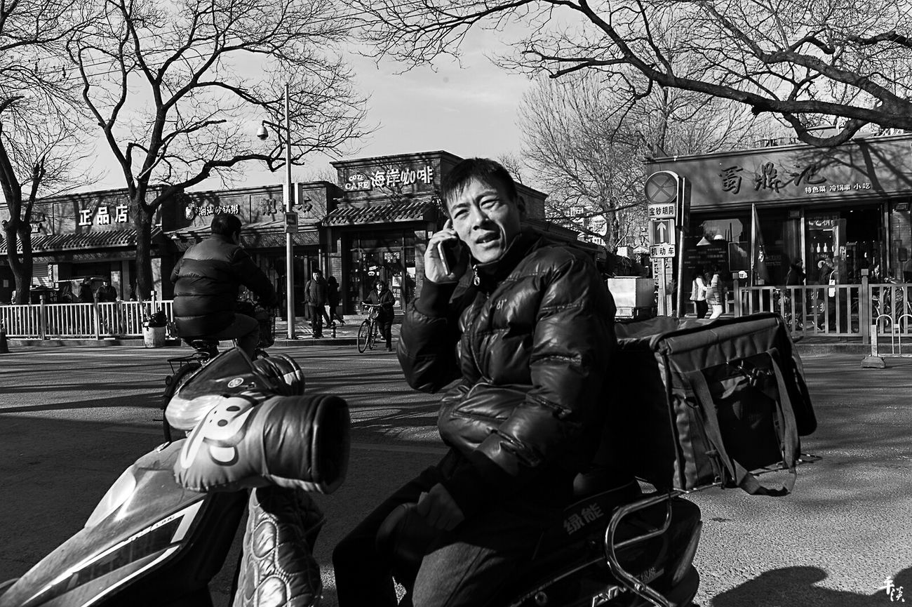 凌乱碎片 BEIJING CHINA Street Style Street Street Photography Streetphotography Streetphoto_bw Voigtlander28mm LeicaM9 Black And White Photography Black And White Black & White Blackandwhite Leicacamera Leica Black And White M9