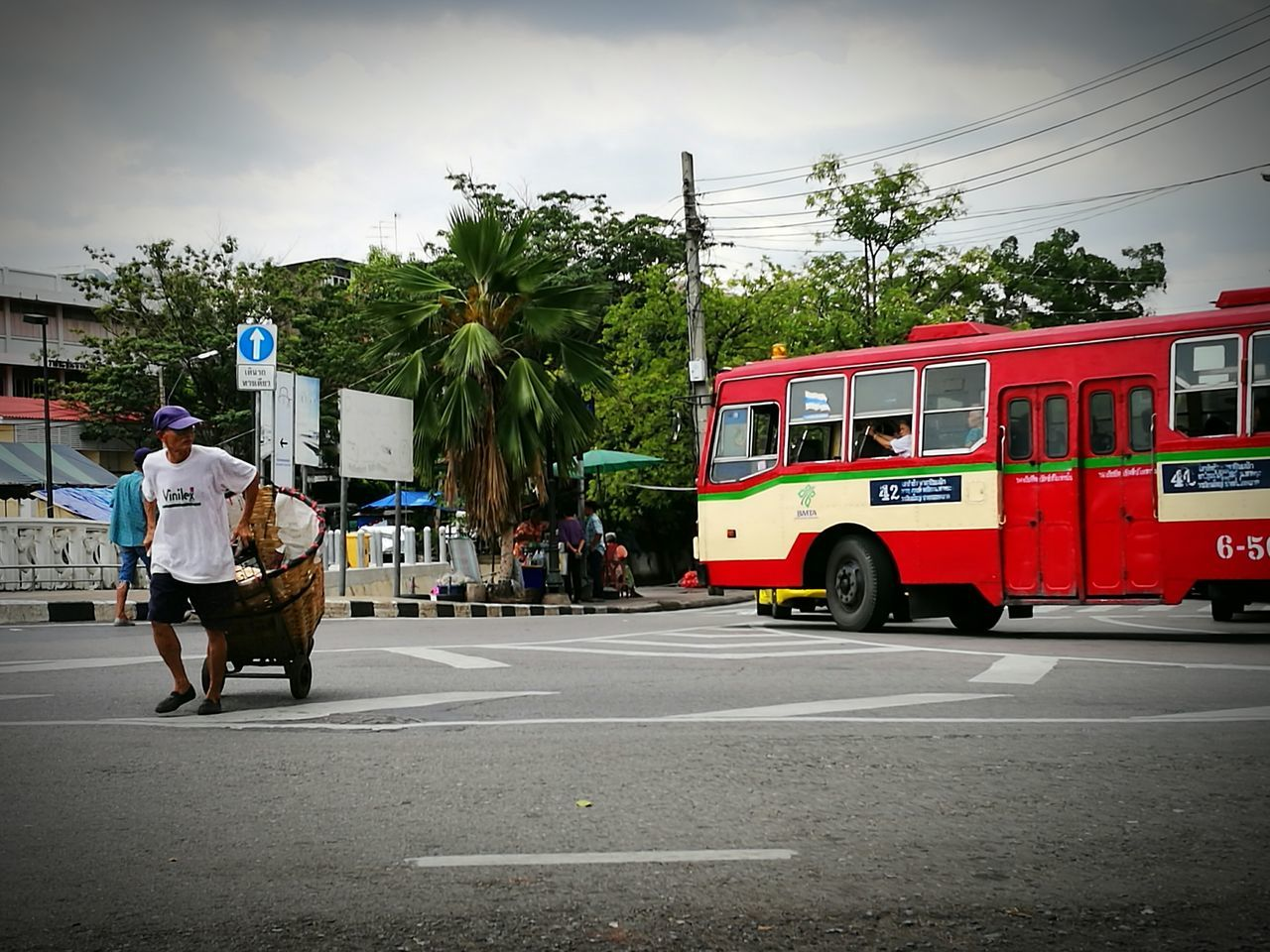 Crossing Mode Of Transport Land Vehicle People Bangkok Thailand Bangkok Streetphotography Streetphotography Street Streetphotographer Street Photography EyeEm Best Shots - The Streets EyeEm Best Shots EyeEmBestPics Eyeemphotography EyeEm Gallery EyeEm Color Photography Colour Photography