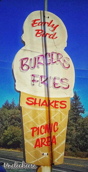 Apparently the Early Bird gets Burgers 🍔 Fries 🍟 Shakes here. ~ Roadside Shots Taking Photos StreamzooVille Streamzoofamily Streamzoo Family TheVille Roadside Beauty