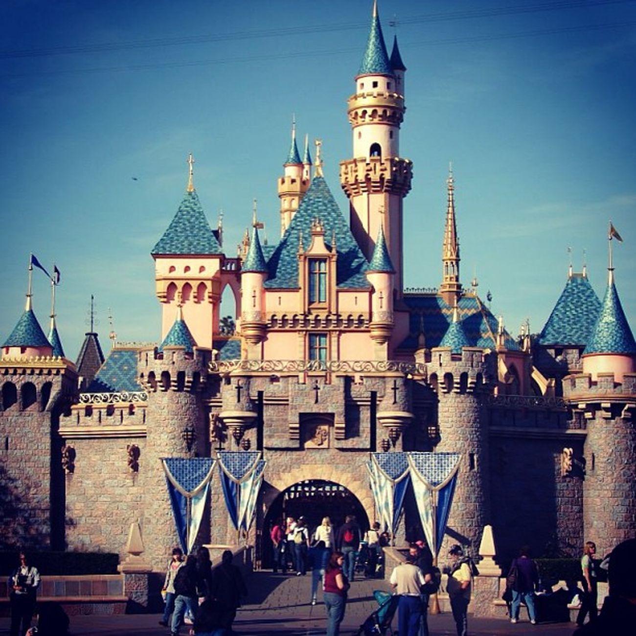 I really wanna be here right now! Disneyland Needavacation Wannagetaway