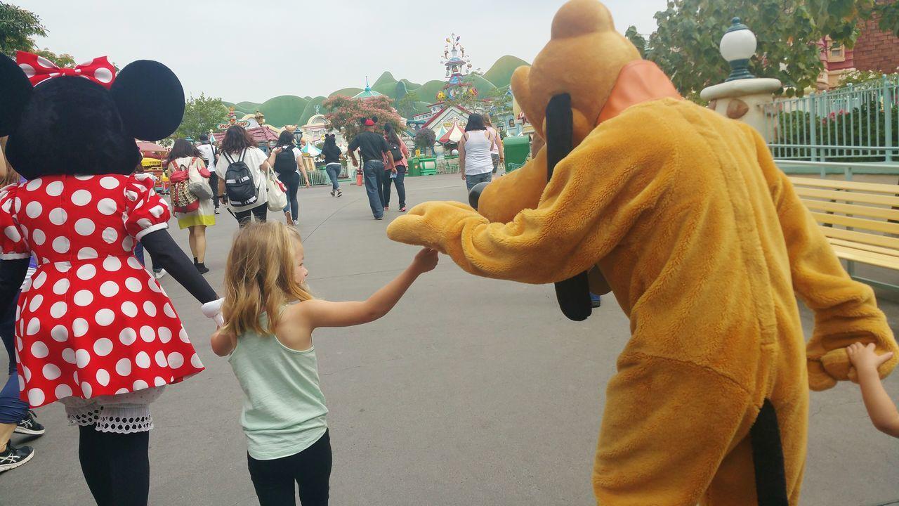 Disneyland Pluto Minnie Mouse Toontown Kids