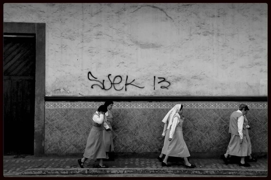 Una vida orando. Monochrome Blackandwhite Streetphotography Authentic Moments