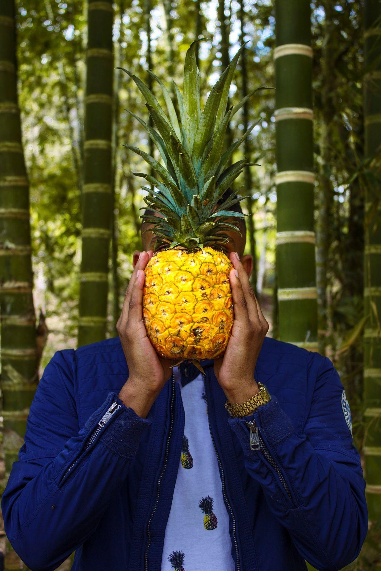 Naturaleza🌾🌿 Nature photography naturaleza Nature's Diversities Happy sheets🍃 amarillo yellow piña Pineapple verde Green color Green manos Hands azul blue chaqueta jacket reloj Cloock Fresh on Market 2017