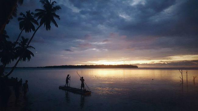 every kid in the island is awake before the sun in the day of Eid Travel Photography Travelling Sunshine Sunrise Nature And People Beach Celebration Eid Mubarak Capture The Moment Film Boats Sea Th.Kinbidhoo Colour Of Life Eyeemphoto How Do We Build The World? Enjoying Life at beach of Kinbidhoo, Maldives ދިވެހިރާއްޖެ