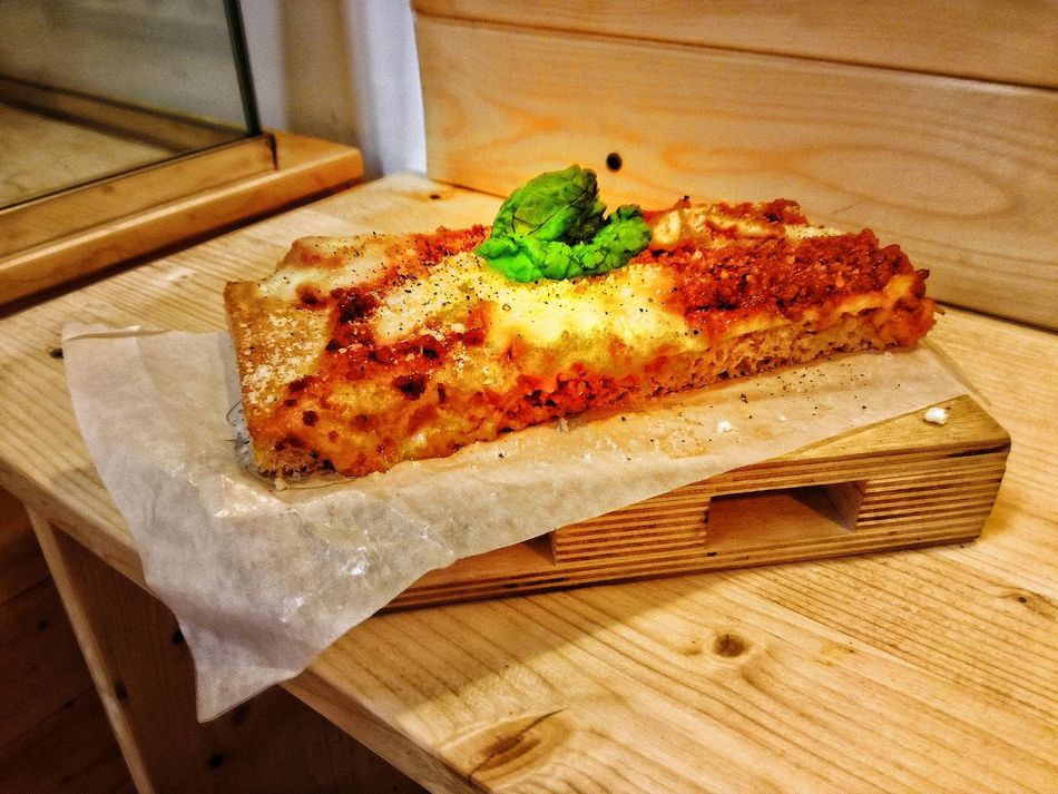 Indoors  Table Food And Drink High Angle View Food No People Home Interior Day Freshness Ready-to-eat Close-up Naples, Italy Italy🇮🇹 Napoli Castellammare Di Stabia Pizza Pizzalover Focaccia Gourmet Ragu