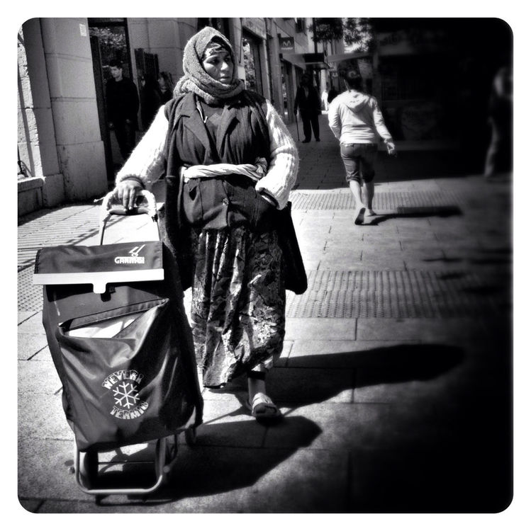 streetphotography in Madrid by Latula