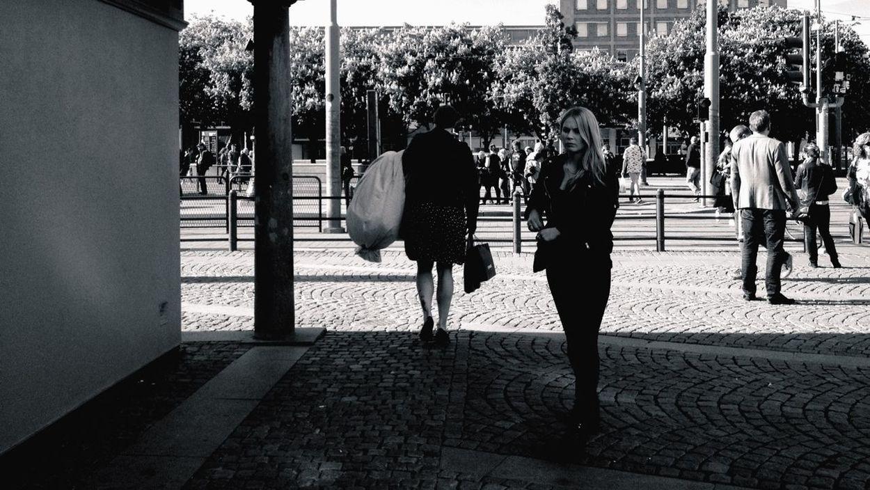 Streetphotography Streetphoto_bw I <3 Gothenburg Summer Girls Streetphotos