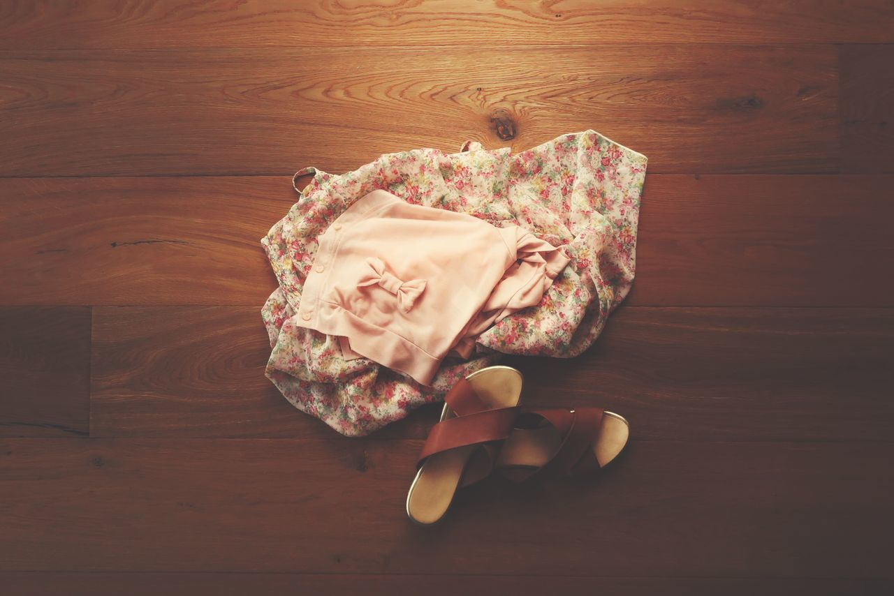 Arrangement Beach Dress Beach Life Clothes Dress Dressing Fashion Fashion&love&beauty Flower Print Flowers High Angle View Holidays Jacket Loop Outfit Outfit Of The Day Pink Rosé Shoes Still Life Summer Summer Views The Weather Is Fine Wooden Floor