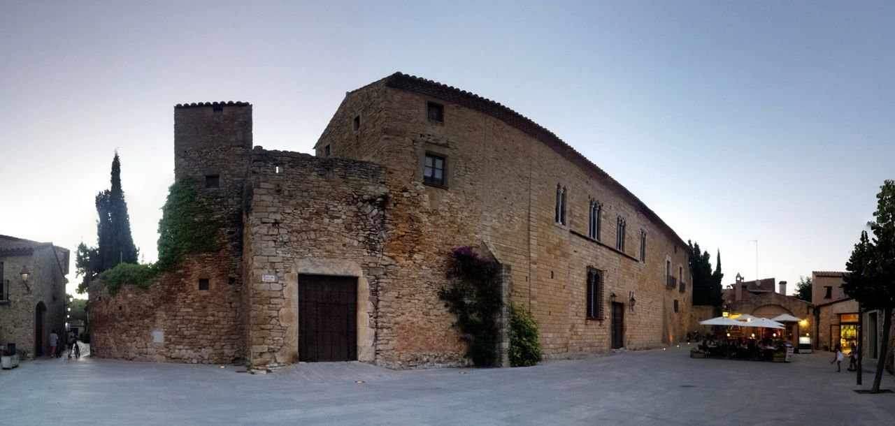 La Plaza del Castell 25daysofsummer Visit Spain