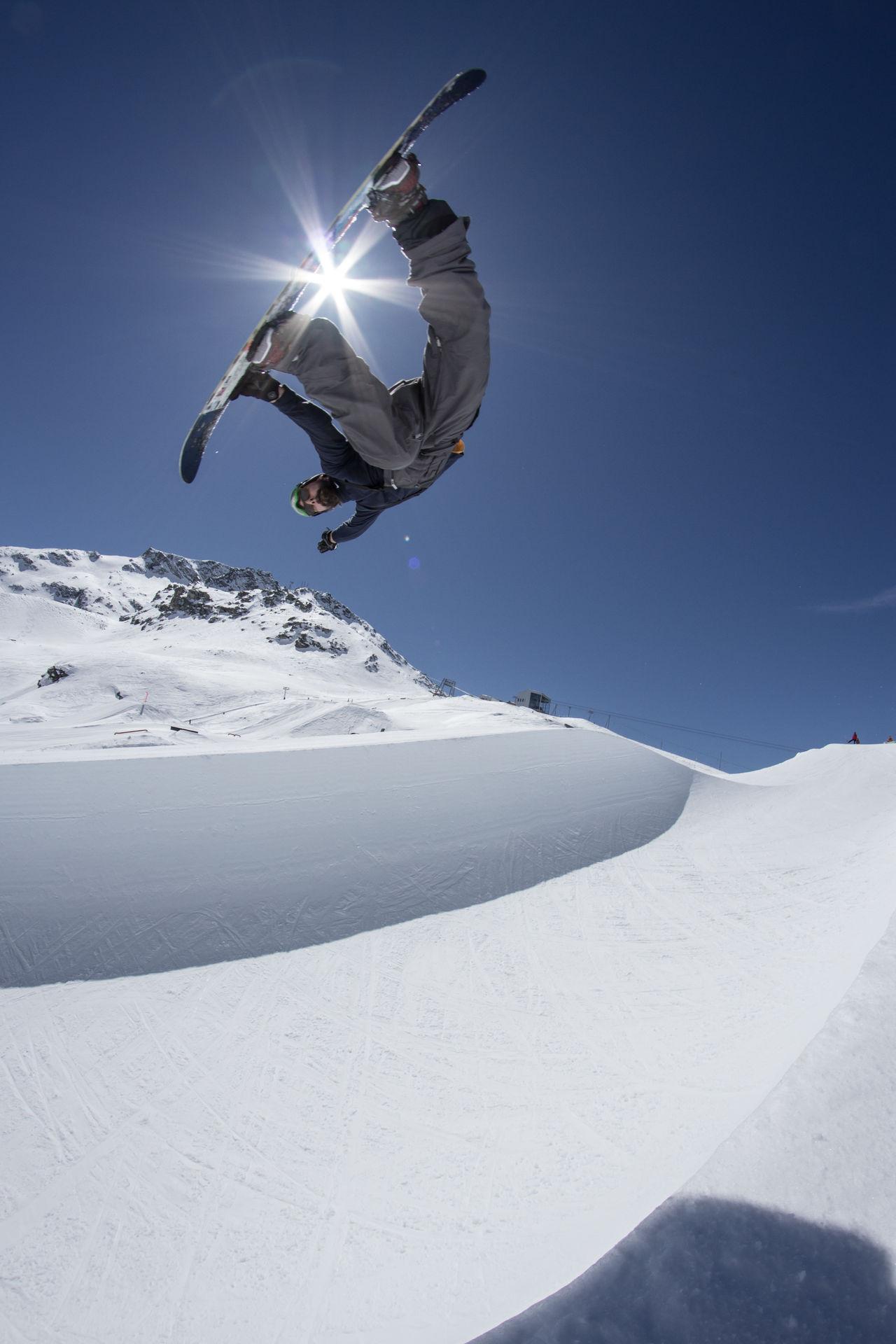 Action Shot  Backside Air Clear Sky Corvatsckpark Halfpipe Snowboarding Sunbeam Winter