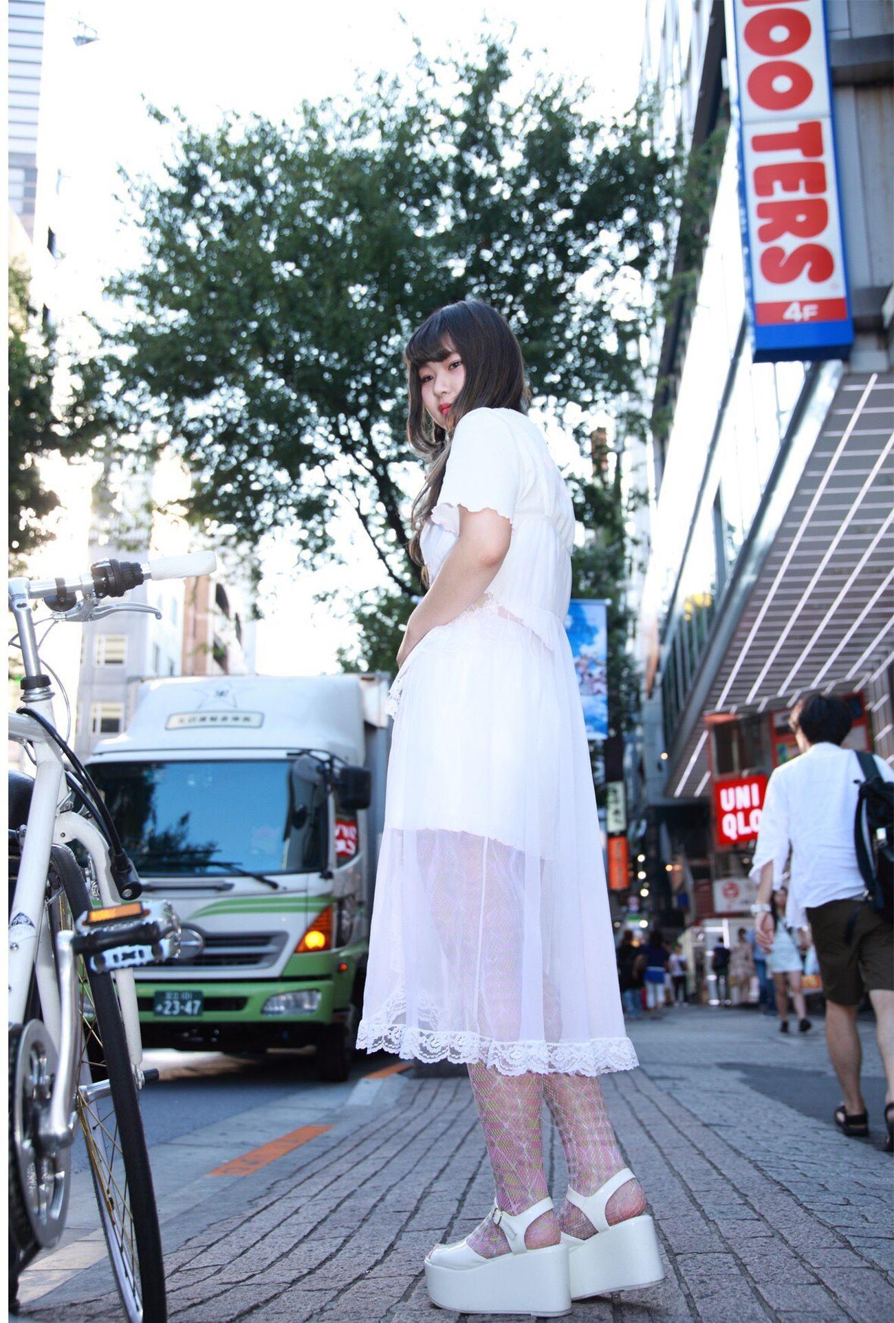 この子って本当にメッシュ系のタイツやソックス好きなんですね。シアースカートごしのタイツがさりげなくセクシーアピール?このプリントメッシュまだ少し残ってます。オレンジとパープルがあります。 #ぽこあぽこ #タイツ #tights #shibuya109 ぽこあぽこ Pocoapoco タイツ Tights Shibuya109
