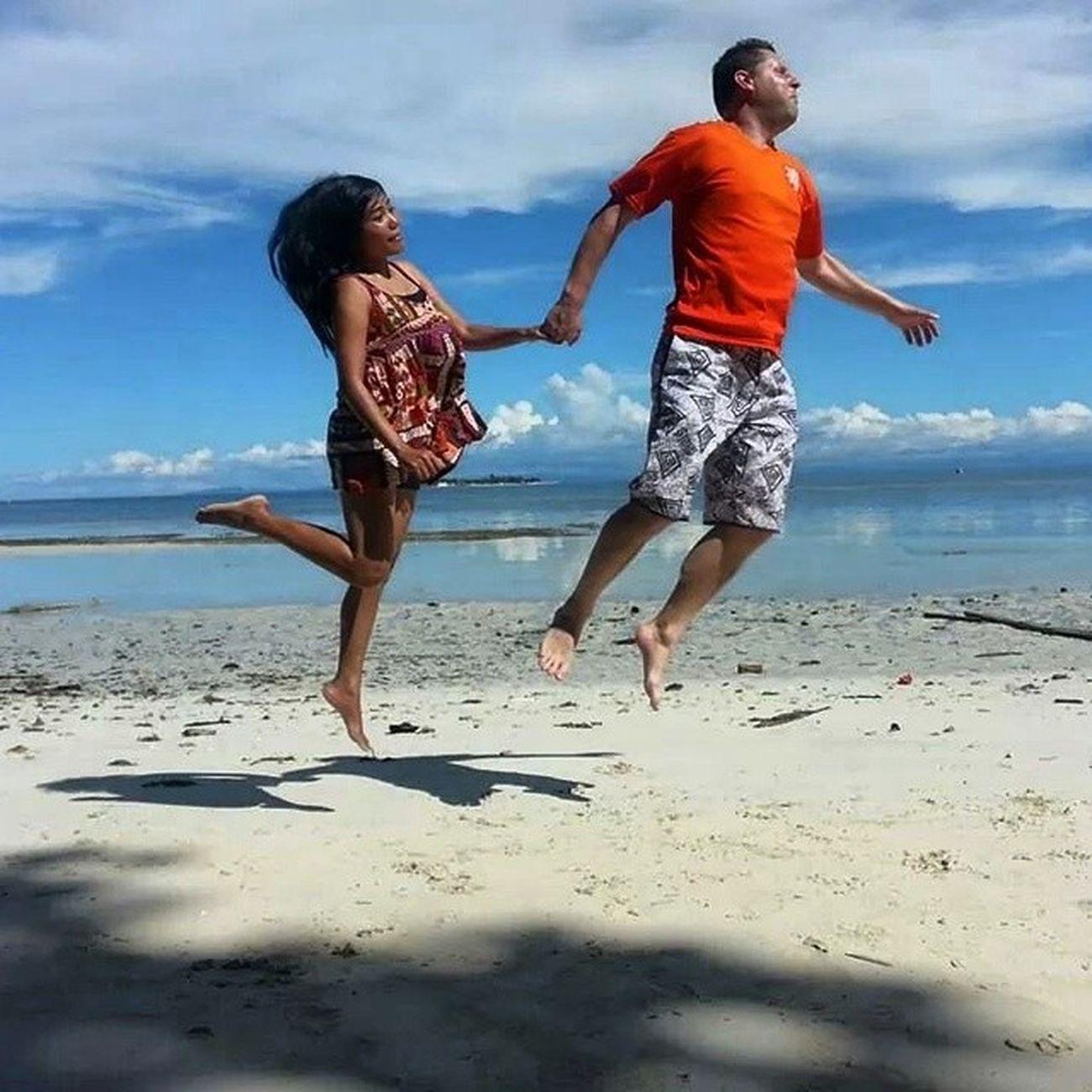 Love Funny Jump Rajaampat couple
