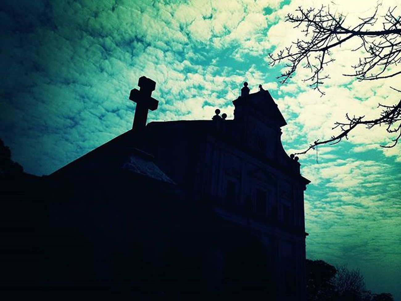 Same  Click Diffnt Pose Chruch Mountmerry Northgoa :) Yurekaplus Noontym .. Seems_lyk_a_haunted_place Hot Sunny Day