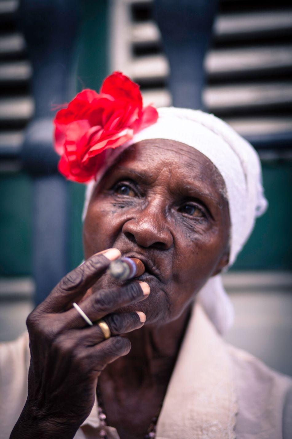 Cuba People Sigar Potrait Up Close Street Photography Travel Vacation Havana Cuban Holiday City Life Old Lady The Portraitist - 2016 EyeEm Awards