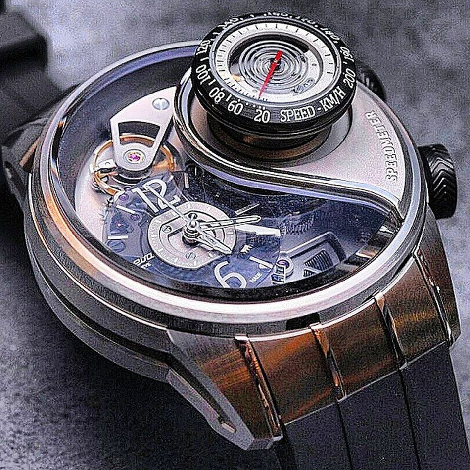 Why anyone would need a speedometer on their watch, no idea, but it's super cool! Breva Genie 03 Luxlife Wastemoney