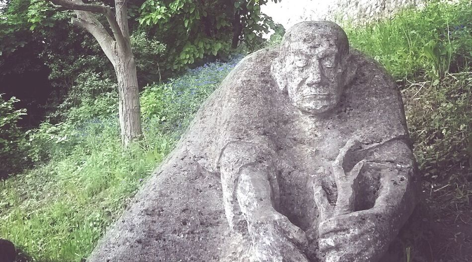 Weinhangkauz Denkmal Statue Würzburg