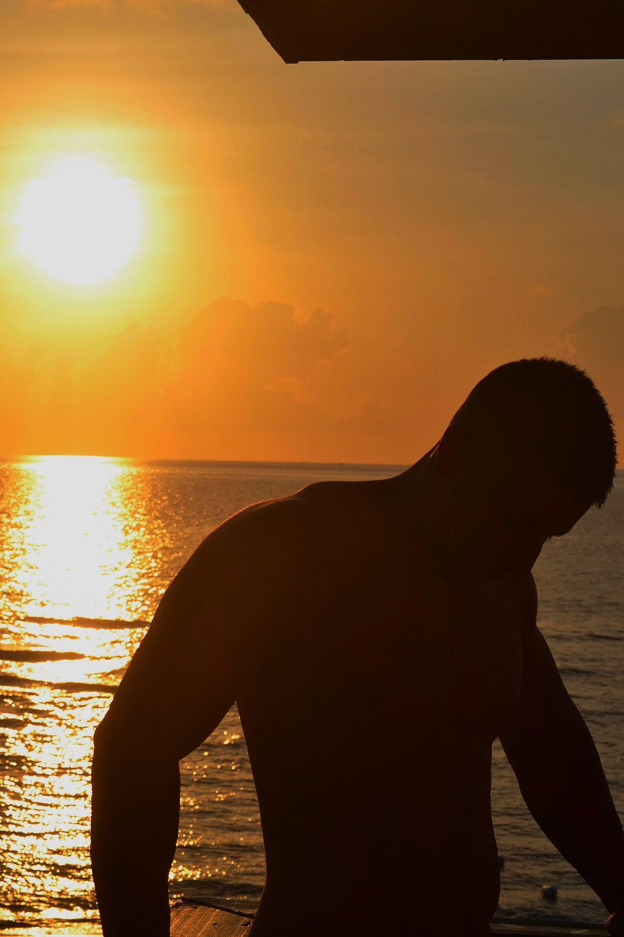 The Essence Of Summer Muscle BodyBuilder Bodyart Golden Hour Gold Beach Summer Haze Summer Vibes California California Sunset Miami