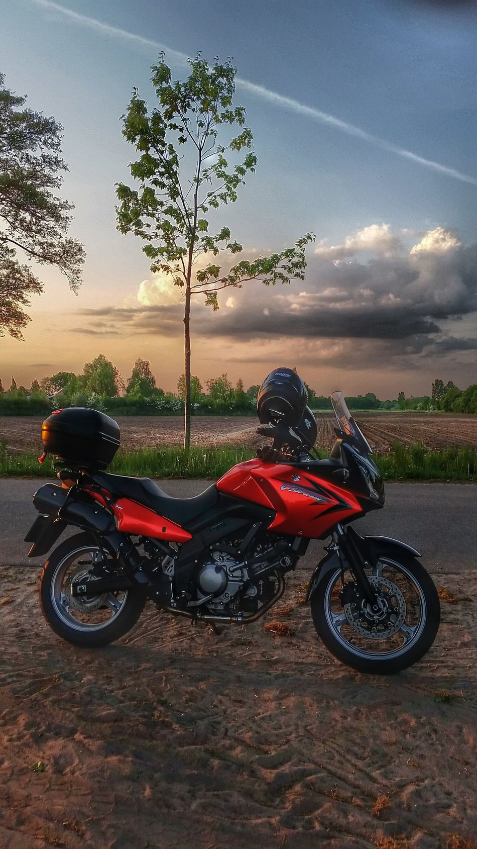 Had a wonderful eveningtrip with my gorgeous orange V-strom!❤ Suzuki Dl650 VStrom V-Strom Tourmachine Check This Out Enjoying Life Relaxing Eyemphotography EyeEm Best Shots EyeEmBestPics Here Belongs To Me Showcase May Hdr_arts  Hdr_lovers Hdrphotography Hdr_Collection Picoftheday Here Belong To Me Eyem Market