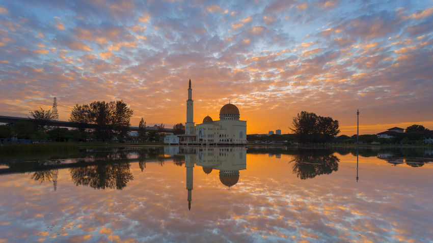 Mosque during amazing sunrise at As Salam Mosque, Puchong Perdana, Malaysia Asian  Dubai Ramadan  Sunset_collection Arabic Architecture Building Exterior Built Structure Cloud - Sky Dome Floating Mosque Landmark Landscape Malaysia Nature No People Outdoor Outdoors Reflection Religion Sky Sunrise Sunset Water Waterfront