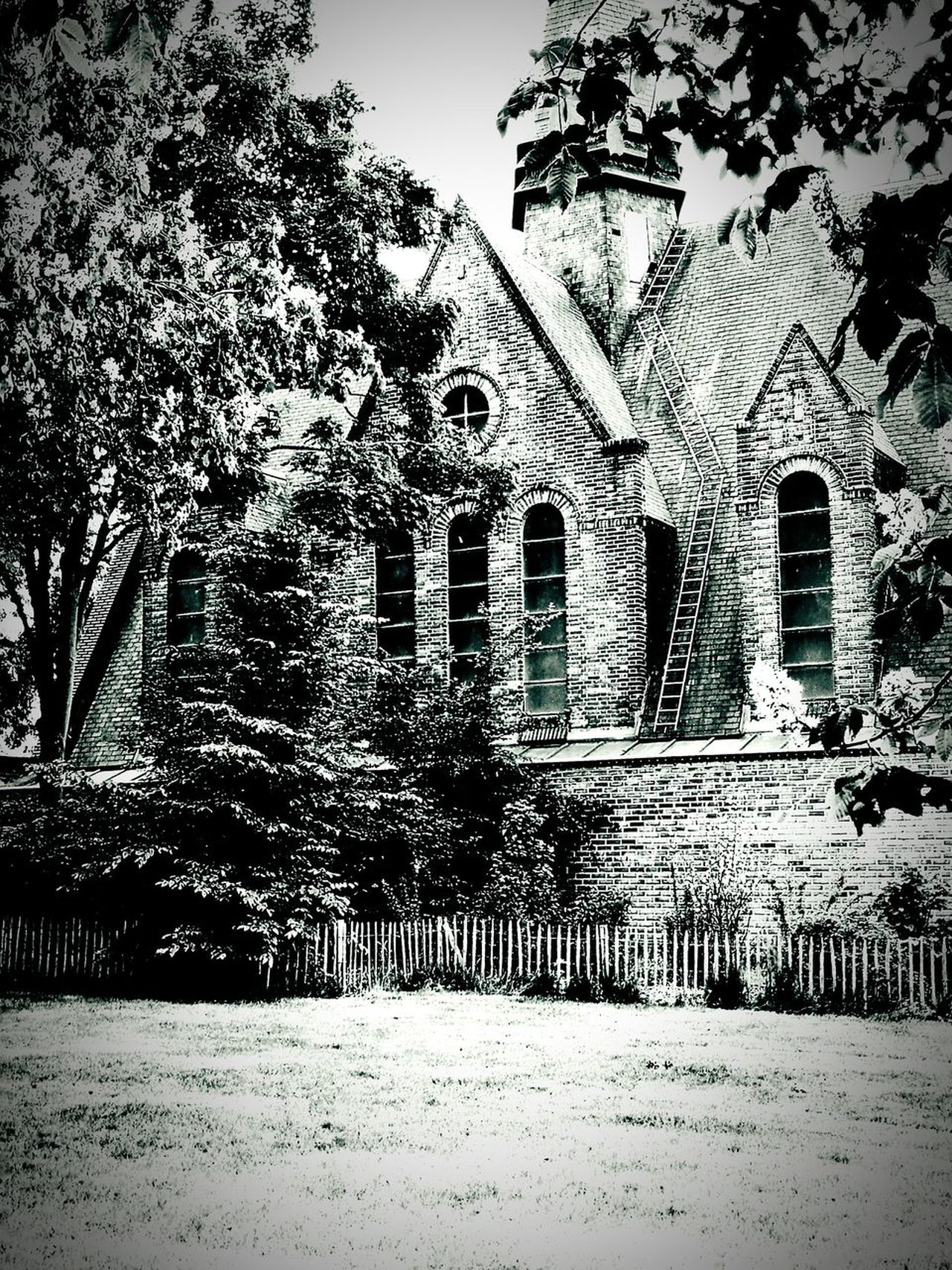 Architecture Religion Outdoors Built Structure Church Architecture No People B&w Photo B&WPhoto B&W Collection Blackandwhite Photography Monochrome Collection Monochrome Photograhy France🇫🇷 HuaweiP9Photography