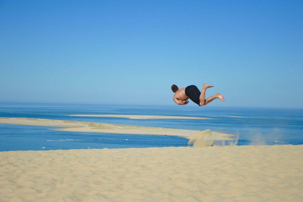 Suite Instant Détente a la dune du Pyla Nature Jump Dunedupyla Horizon Over Water Nature Beach Street Streetphotography France Nikon Capoeira Acrobatics  Outdoors Tricking