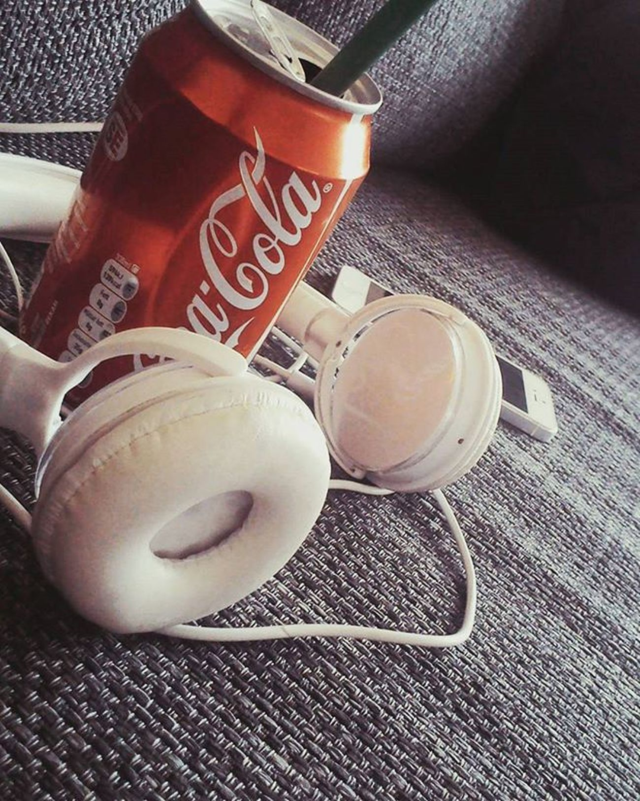Cocacolalover Iphone5s Whiteis Headphones Listeningtomusic Drinkcocacolainbottles