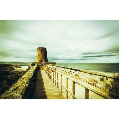 Bamburgh castle.. Northumberland Bamburghcastle Fiftyshadesof_history Icu_britain Ig_britishisles Ukpotd Loves_united_kingdom Britains_talent Bamburgh Explorenland