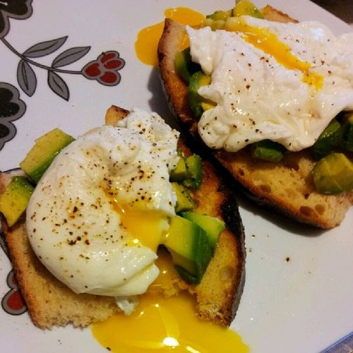 Better attempt at making poached eggs cuz YouTube taught me. Lol Snackbeforework Stillgotlotsofhwtodo