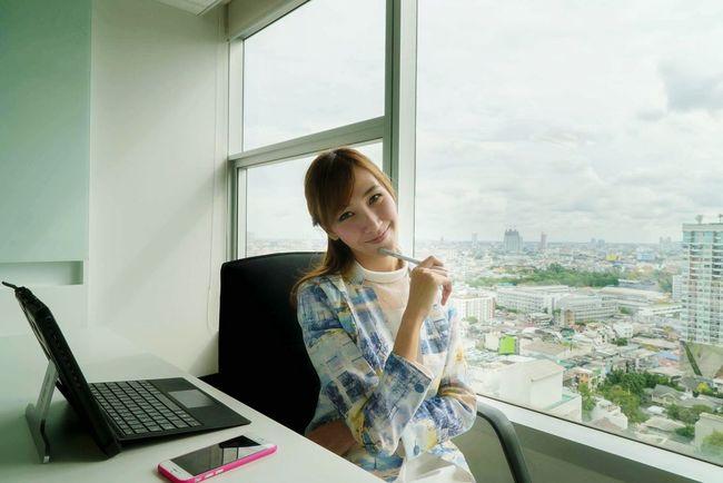 Business Employees Employee Women WomeninBusiness Working Thinking Laptop Laptop Work Businesswoman Smile Girls