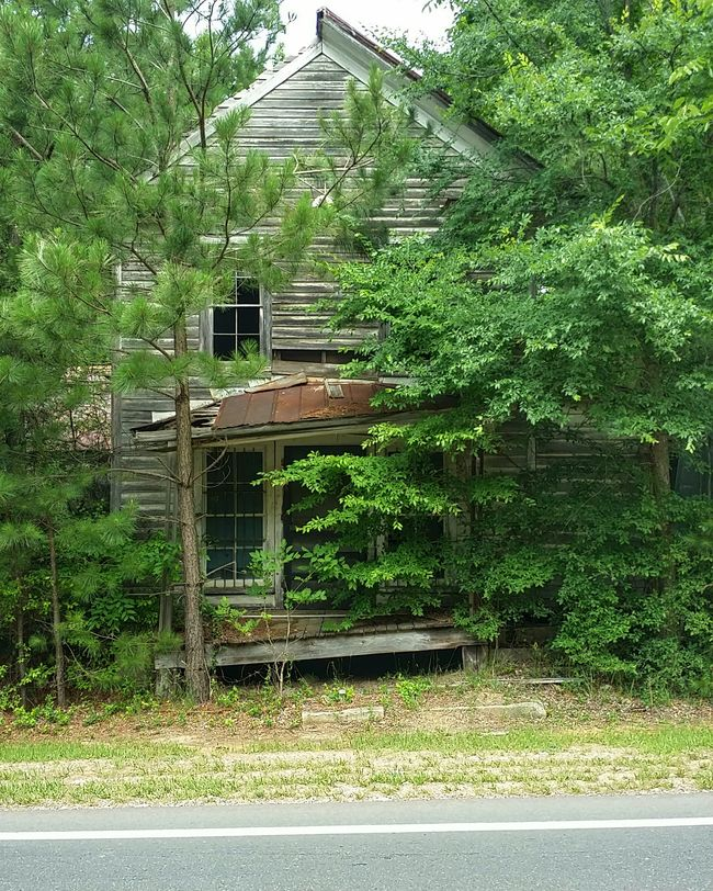 Summer Madness... Gettyimages Nature's Diversities Abandoned Abandonedplaces ExploreEverything Rural Scenes Rural America Eyeem Abandonment Abandoned Captures Abandoned House Haunting  Rural Exploration Backroad Photography Dilapidated