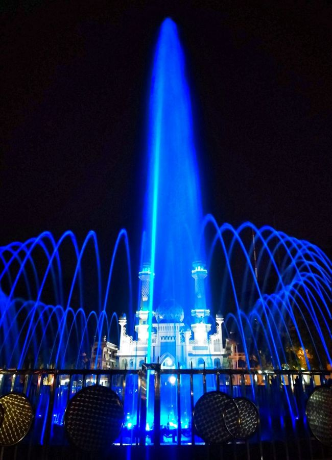 Deceptively Simple Waterfountain Bluelight Nightcity