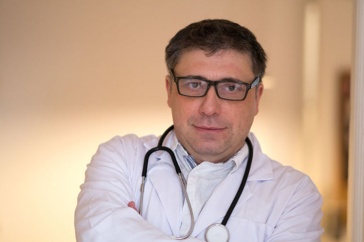 Portrait of a successful doctor with eyeglasses posing looking at the camera with crossed arms Doctor  Healthcare Looking At Camera Medicine Paramedic Self-Confidence Surgeon Arms Crossed Crossed Arms Doctors Eyeglasses  Front View General Practitioner Health Care Healthcare And Medicine Lab Coat Looking To The Camera Medical Pediatrics Portrait Reassurance Scientific Research Self Confidence Stethoscope  Success Love Yourself
