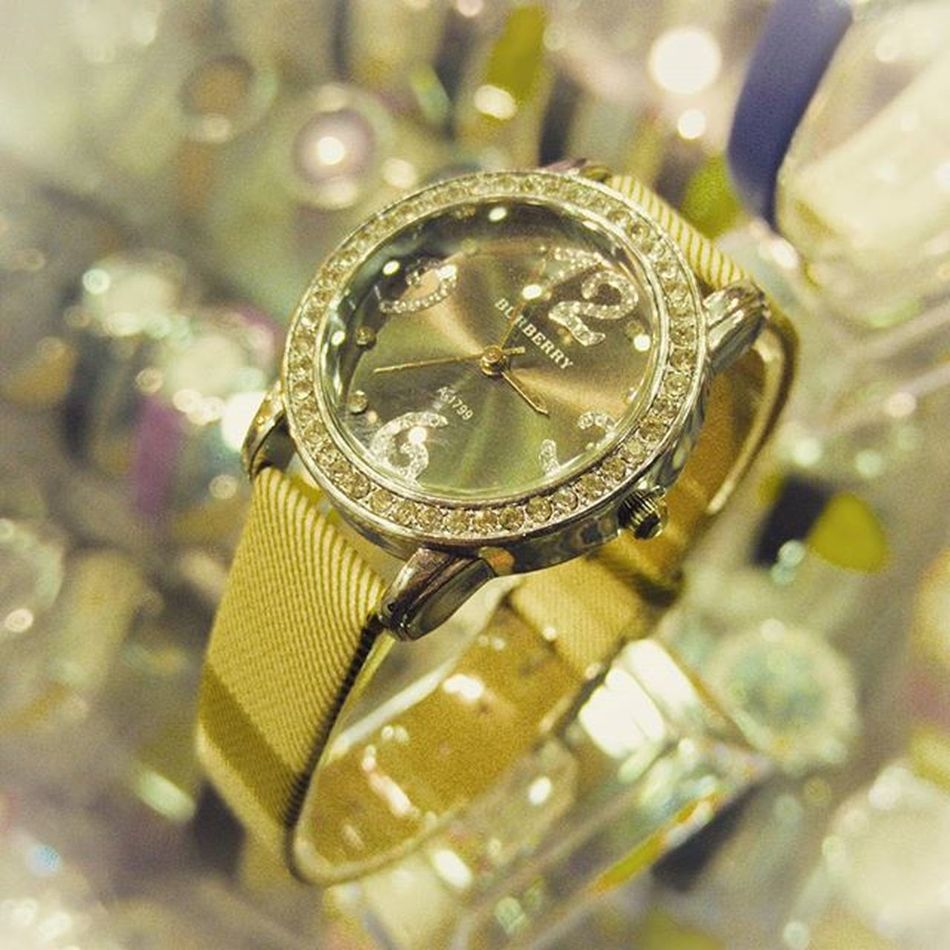 LG  G4 Photograpy Lgg4photography Ladieswristwatch Glamourous Jewellery Golden Braslet Fashion . Fashionista Dimondsandgems Dimondwatch Goldwatch Goldenthing Royalty Royal