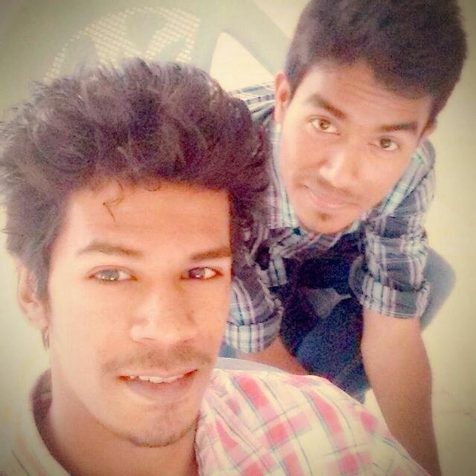 An_old_pic_of_us Funimate Classmate College_bunk Bored_selfie Eyes Hair Smile Chair Checkshirt Senceofhumor Guy With Lots Of Jokes @ankitkay 😂😂😂😂😛😜😝🤐😛😂😂