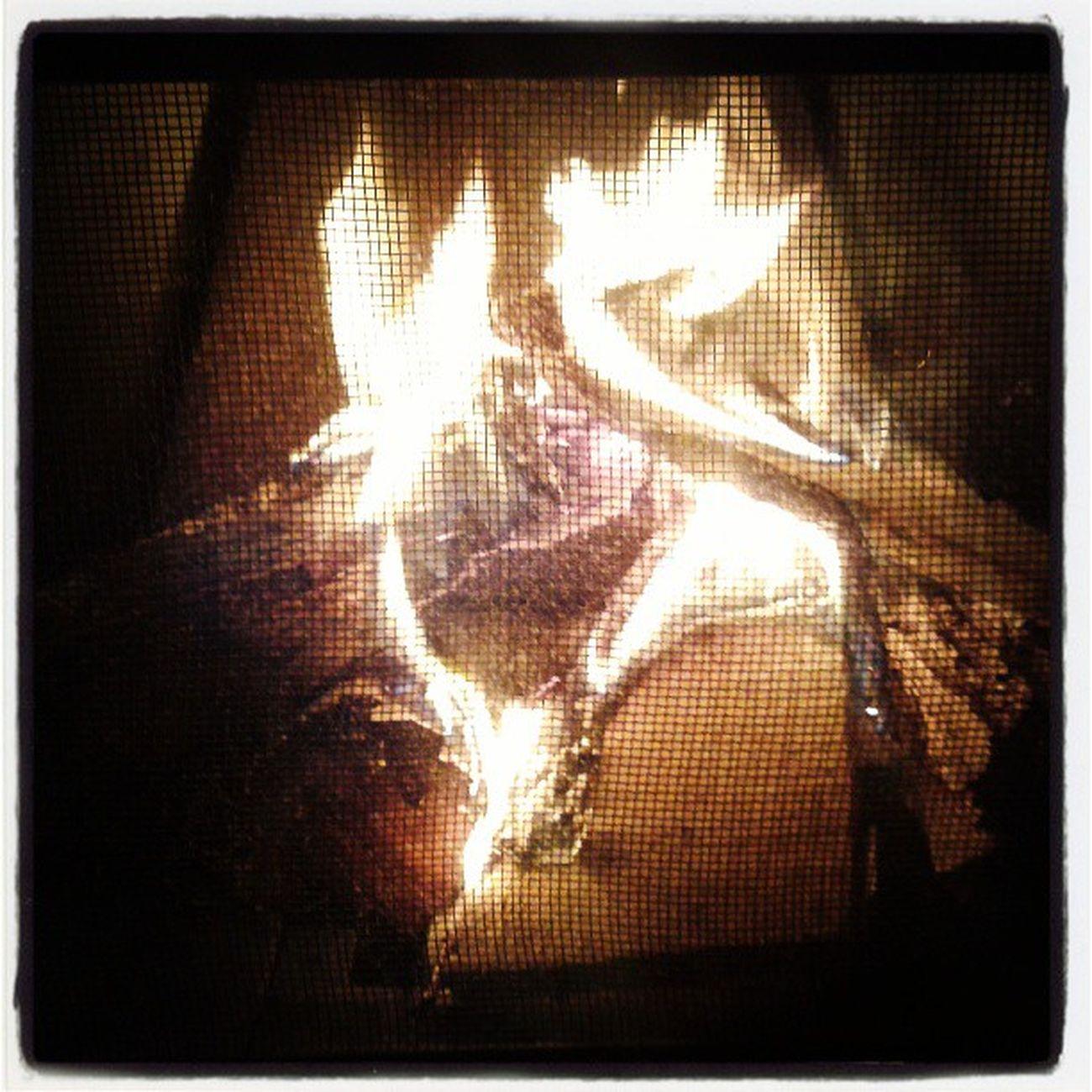 ... me aqueça neste inverno RobertoCarlos Jovemguarda Fire Lareira winter riodejaneiro brazilingram brasil ... e q tudo mais...