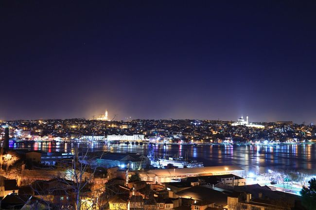 İstanbul'da gece... İstanbul Oneistanbul Anla_istanbul Allshotturkey Lovefromturkey Travelphotography Storyofistanbul Streetphotography Instagram_istanbul Instagram_turkey