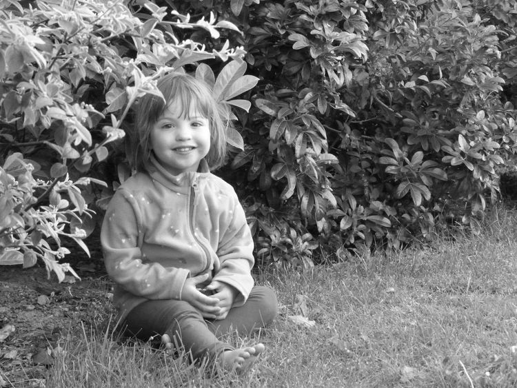 Black And White Portrait English Girl nivea<3